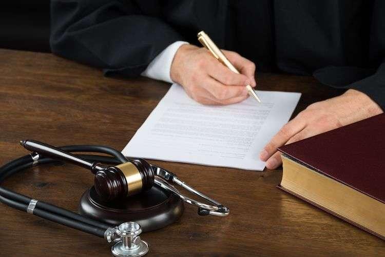 وکیل جرایم پزشکی در مشهد